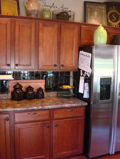 Kitchen Decor for Above Cabinets . 24 Inspirational Kitchen Decor for Above Cabinets . How to Decorate Kitchen Cabinets From Thrifty Decor Chick Tuscan Kitchen, Home Kitchens, Black Kitchen Cabinets, Kitchen Renovation, Kitchen Decor, Decorating Above Kitchen Cabinets, Kitchen Redo, Kitchen Cabinets Decor, Cabinet Decor