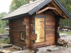 Pieni hirrestä tehty savusauna Outdoor Sauna, Cottages And Bungalows, Tiny Spaces, House In The Woods, Home Projects, Firewood, Hunting, Construction, Architecture