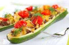 Gefüllte Zucchinis | Ein herrliches leichtes, gesundes Rezept, das nicht nur schnell geht, sondern auch noch toll aussieht und genauso schmeckt! Diet-icious.com