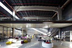 Galeria de A Casca e seu Conteúdo – Showroom Italia B&B / Pitsou Kedem Architects - 14