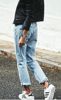 How to wear adidas sneakers street style boyfriend jeans Ideas for 2019 Street Style Outfits, Sneakers Street Style, Looks Street Style, Looks Style, Mode Outfits, Casual Outfits, Fashion Outfits, Sneakers Fashion, Woman Outfits