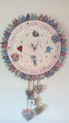Reloj Embroidery Stitches, Hand Embroidery, Embroidery Designs, Quilting Projects, Sewing Projects, Diy And Crafts, Arts And Crafts, Country Quilts, Diy Clock