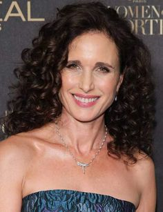 Les ondulations glamour d'Andy Macdowell