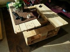 This isn't the first lift-top coffee table we've shown you and it probably won't be the last. But it may well be the least expensive! It's unique in a number of ways including the fact that it's made out of reclaimed shipping pallets that would otherwise end up in landfill. The great benefit of theselift top tables is the mechanism that keeps you from hunching over your laptop, or your food when eating offthe coffee table. Another highlight of this design is the huge cen...