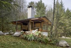 The Tye River cabin, located in Skykomish, Washington, and designed by Olson Sundberg Kundig Allen Architects, is everything eco friendly cottages should b