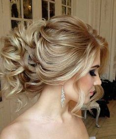Looking for trendy messy updo hairstyles for your wedding day? Find photo gallery for messy updo hairstyles to get inspired. Prom Hair Updo, Short Hair Updo, Short Wedding Hair, Messy Hairstyles, Wedding Hairstyles, Curly Hair Styles, Messy Updo, Wedding Updo, Hairstyle Ideas