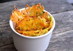 Cukkinis-répás parmezánchips recept foto Sin Gluten, Healthy Snacks, Healthy Eating, Clean Eating, Savory Pastry, Vegetarian Recipes, Healthy Recipes, Chips, Crunches