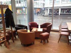 Gastronomie im Supermarkt, Köln. Stuhlfabrik Schnieder, Lüdinghausen. Produktinfos Loungesessel: http://www.schnieder.com/gastronomiemoebel/stuehle/bestuhlung-gastronomie-stuhl-sessel-polsterstuhl-schalenstuhl/sessel-jonny-12513.html