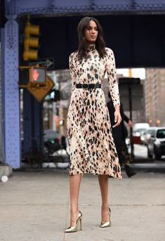Street Style - New York Fashion Week February 2019 - Day 7 Source by jackiepeavy dresses summer Prom Dress Shopping, Online Dress Shopping, New Yorker Mode, Casual Dresses, Fashion Dresses, Frack, Leopard Dress, Animal Print Dresses, Street Style Looks