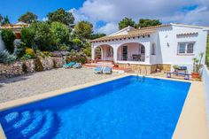 This villa has a last-minute offer: 10% off, if your stay starts before the 19-04-2021. Book now and benefit of the best rates. #costablanca #holidayspain #villa #benissa #calpe #moraira #turisol Moraira, Spain Holidays, Benefit, Villa, Book, Book Illustrations, Fork, Villas, Books