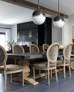 Get inspired by these dining room decor ideas! From dining room furniture ideas, dining room lighting inspirations and the best dining room decor inspirations, you'll find everything here! Dining Room Design, Dining Room Furniture, Dining Room Table, Dining Chairs, Room Chairs, Dining Area, Furniture Design, Rooms Home Decor, Room Decor