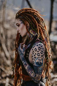 Parodontose Murphy ヅ - Tattoo Ideas Hot Tattoos, Girl Tattoos, Tattoo Model Mann, Dreadlocks Girl, Red Dreads, Beautiful Dreadlocks, Hot Tattoo Girls, New Wave, Warrior Girl