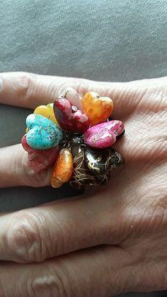 Bague réglable avec coeurs multicolores