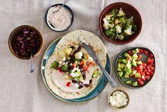 Left over groente? Rol ze op in een wrap en je hebt in een half uur een maaltje op tafel staan! - Recept - Allerhande Wraps, Pita, Salads, Tacos, Mexican, Half, Yummy Food, Ethnic Recipes, Vienna