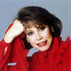 Outtakes from a 1985 photo shoot. Mary Tyler Moore, Her Smile, Famous People, Photoshoot, Actresses, Van, Female Actresses, Photo Shoot, Vans