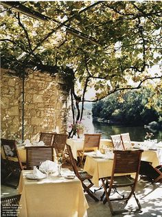 La Belle Étoile, an ancient hotel and restaurant right on the banks of the Dordogne.