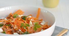 Een lekker en super gezond recept voor een wortelsalade met kikkererwten en tahin-dressing.