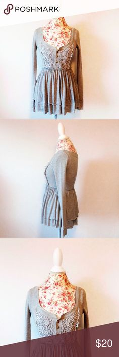 """Free People sweater top Free People light grey babydoll sweater, scoop neck. Size XS. 25"""" length. Very cute. Crochet detail, long sleeve. Lolita, Melanie Martinez, urban, fall weather life  ~~~~~༶~༶~Ⓢⓗⓞⓟ~ⓟⓞⓛⓘⓒⓨ~༶~༶~~~~~ ☪︎save w/ combine shipping 