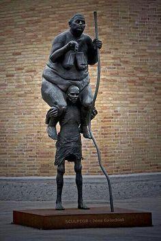 Rich and Poor - by Jens Galschiøt, (1954), Danish-تمثال للنحات الدانماركي/ جينس بعنوان : العدالة دائماً تسير فوق أكتاف الفقراء