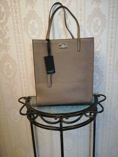 b114d1b91d446b Orginalna skórzana torebka marki LLOYD BAKER LONDON. Torebka wyróżnia się  dobrą jakością wykonania, oraz