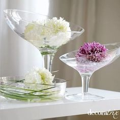 22 Home Decorating Ideas with Flowers and Vases Interior Design Images, Interior Design Magazine, Vases, Pots, Flower Places, Party Kit, Colorful Pillows, Flower Decorations, Table Decorations