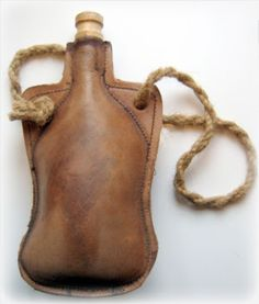 How to make armour: Making a medieval leather water flask / bottle