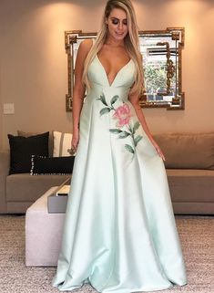 Vestido de festa verde claro 2020: 70 fotos, modelos e dicas - Pronta pra Festa Mangalore, Azul Tiffany, Frocks, Gowns, Formal, Wedding, Outfits, Dream Closets, Dresses