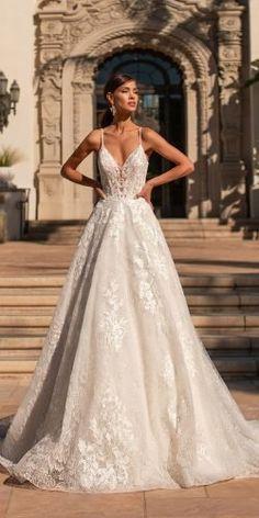 Pretty Wedding Dresses, Wedding Dress Trends, Boho Wedding Dress, Mermaid Wedding, Lace Wedding, A Line Dress Wedding, Champagne Wedding Dresses, Corset Wedding Dresses, Wedding Dresses With Color