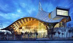 Centre Pompidou-Metz Museum – Metz, France. Architect Shigeru Ban - organische bouwstijl. Ontwierp kartonnen huizen na aardbeving Kobe.
