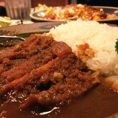 青森市 キッチンカフェけやき ポークかつカレー  pork and curry of a cafe keyaki in Aomori.