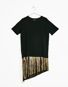 T-shirt with pleated metallic mock-layer hem