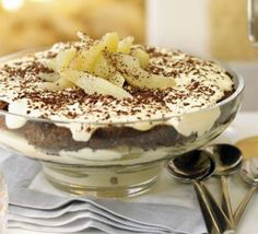 Christmas pear & chocolate tiramisu trifle - The perfect end to a Boxing Day banquet, John Torode's dessert combines an Italian classic with British seasonal fruit Tiramisu Dip Recipe, Tiramisu Trifle, Trifle Recipe, Chocolate Tiramisu, Chocolate Mix, Delicious Chocolate, Delicious Desserts, Dessert Recipes, Christmas Pudding