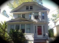 Located in Snug Harbor, 148 Davis Ave is a single family detached home with three bedrooms and one bathroom. This Daily Sold Home was sold for $397,500! http://www.realestatesiny.com/ #RealEstateSINY #StatenIsland #NewYork #DailySoldHome #RealEstate #Sold #SnugHarbor