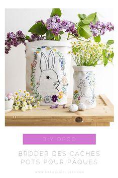 Commencez d'ores et déjà à préparer votre décoration pour Pâques avec ces caches-pots DIY adorables ! Orange Pastel, Marie Claire, Planter Pots, Embroidery, Colored Eggs, Old Bed Sheets, Embroidery Needles, Pink Fabric, Needlepoint