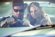 8 stvari koje ne želite pronaći u njegovom autu Wayfarer, Ray Bans, Mens Sunglasses, Couple Photos, Couples, Style, Fashion, Couple Shots, Swag