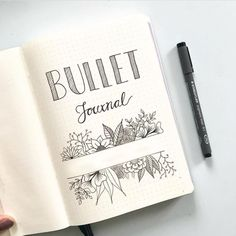 -- - Floraler Kranz mit Fineliner und Brushlettering First page of bullet journal. Can't decide whether or not to add color to my cover this year. : bulletjournal What the Heck is a Bullet Journal? My 2020 Bullet Journal set up. Bullet Journal School, Bullet Journal Inspo, Bullet Journal Front Page, Bullet Journal Notebook, Bullet Journal Aesthetic, Bullet Journal Layout, Bullet Journal Prompts, Journal Inspiration, Journal Ideas