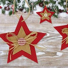 Christmas stars in corrugated cardboard # activitymanuelleenfantnoel A tutorial for f . - Corrugated Christmas stars A tutorial to make cardboard Christmas stars w - Handmade Christmas Decorations, Christmas Tree Decorations, Christmas Crafts, Christmas Ornaments, Simple Christmas, Winter Christmas, Holiday, Christmas Stars, Diy Crafts To Do