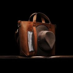 introduces a new veg tanned leather porter bag created to perfectly hold your hat while traveling. : Tomo Hatano by selectism Briefcase For Men, Leather Briefcase, Leather Backpack, Leather Bags Handmade, Handmade Bags, Leather Craft, Porter Bag, Foto Art, Leather Projects