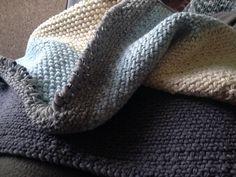 Linen stitch rug Linen Stitch, Knitted Hats, Knit Crochet, Knitting, Rugs, Fashion, Farmhouse Rugs, Moda, Tricot