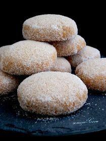Comoju: Suspiros de Cudillero Mexican Food Recipes, Sweet Recipes, Cookie Recipes, Dessert Recipes, Hispanic Desserts, Spanish Desserts, Sweet Cookies, Yummy Cookies, Brownie Cookies