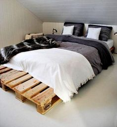 Describing Wooden Crate Bed Frame Completed With Gallery Image For Ideas. Find Wooden Crate Bed Frame And More About Home Interior Here Home Design Ideas Pallet Furniture Bed, Pallet Bed Frames, Diy Pallet Bed, Wooden Pallet Projects, Wooden Pallet Furniture, Diy Bed Frame, Bedroom Furniture, Furniture Ideas, Furniture Design