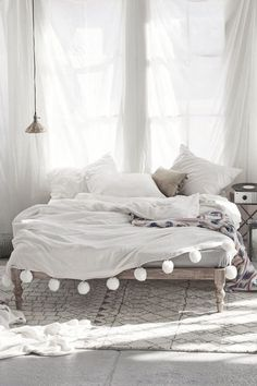| love all-white bedroom decor | #allwhite #white #minimal #clean