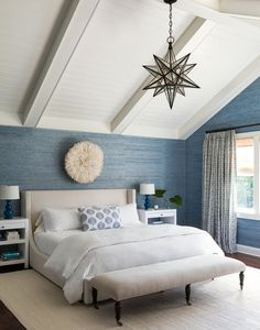 This definitely isn't your classic Hamptons beach house! Designed by New York-based Bella Zakarian Mancini of Bella Mancini Design, the colorful weekend home photographed by Ball & Albane… Coastal Master Bedroom, Beach House Bedroom, Coastal Bedrooms, Coastal Living Rooms, Master Bedroom Design, Beach House Decor, Bedroom Decor, Beach Houses, Bedroom Lighting