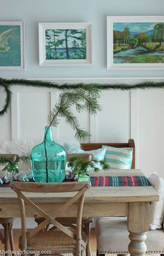 Natural Christmas Decor. Dining Room Natural Christmas Decor. Dining Room Natural Christmas Decor Ideas. #DiningRoom #NaturalChristmasDecor The Happy Housie.