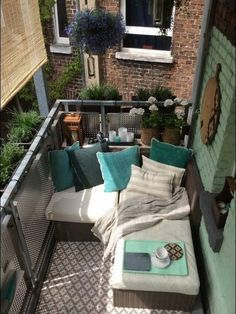 Comfy Small Balcony Decorating Ideas for Tiny Apartment - Apartment - Balcony Furniture Design Small Balcony Furniture, Lounge Furniture, Outdoor Furniture Sets, Furniture Ideas, Small Balcony Design, Small Balcony Decor, Balcony Ideas, Apartment Balcony Decorating, Apartment Balconies