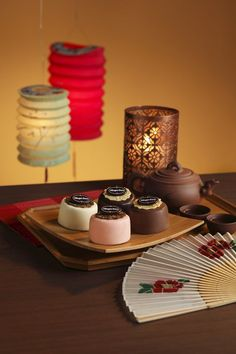 Times flies for busy urbanites likes us. For marketers like myself, late July to early August is the period when we get busy with sampling moonca Chinese Moon Cake, Mooncake Recipe, Cake Packaging, Kitchen Corner, Product Photography, Food Photo, Cake Pops, Cake Toppers, Cake Recipes