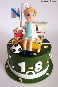 Mayoría de edad de un futbolero q estudia farmacia #futbol #farmacia #tartafutbol #tartafarmacia #tartafarmaceutico #farmaceuticoazucar #papeldeazucar #realmadrid #celtavigo#gelocatil #footballcake #soccercake #pharmacycake #betadine #cake #tarta