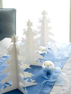 Paper Trees in white christmas centerpieces 16 ideas Noel Christmas, Winter Christmas, All Things Christmas, Christmas Ornaments, Simple Christmas, Christmas Table Centerpieces, Christmas Decorations, Centerpiece Ideas, Tree Centerpieces