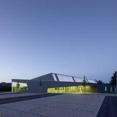 Sporthalle - Zoll-Architekten Stadtplaner GmbH Foyer, Garage Doors, Architecture, Outdoor Decor, Home Decor, Communities Unit, Architects, Landscape, Arquitetura