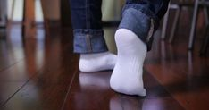 Jednoduchý trik na umývanie bielych ponožiek. Budú snehovo biele bez použitia bielidla